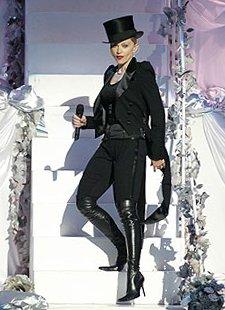 CHRISTINA AGUILERA, FAMA AL PRECIO QUE SEA Madonna_VMA2003_steps