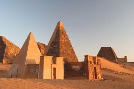 meroe_pyramids2