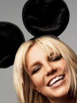 """Britney Spears, Mind Control and """"Hold it Against Me"""""""