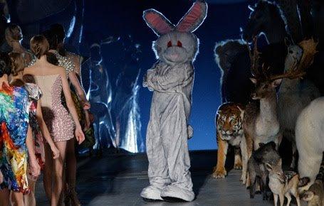 alexander mcqueen summer 2009 detail Lady Gaga Channels Alexander McQueen and Mind Control