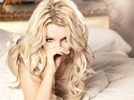 """UK Newspaper Describes Britney Spears as """"Zombie"""" and """"Puppet"""""""