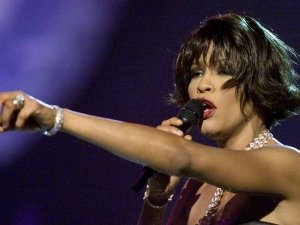 whitney_houston_singing_1234_n2