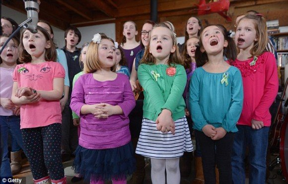 """article 2262790 16F56FD6000005DC 941 634x404 e1358347253386 Sandy Hook Survivors Are Made to Sing """"Over the Rainbow"""" to Commemorate the Shooting"""