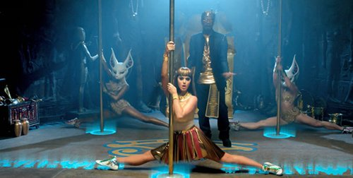 Although she's a powerful pharaoh, Katy-Patra always finds the time to do some pole-dancing on a stage marked with a Eye of Horus. She is also backed by her Kitten slaves - her young fans who imitate her.