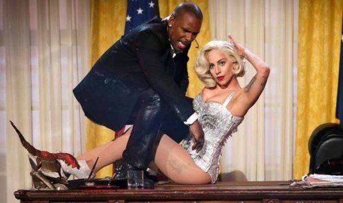 In a bizarre performance at the AMA's R. Kelly played the role of the President while Gaga was Marilyn Monroe, a mind controlled slave.