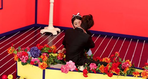 EunB litterally receives the kiss of death. She lost her life one month after the release of this video.