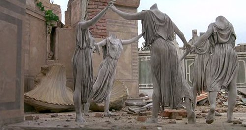 Women turned to stone with their heads cut off. This allusion to Monarch Programming is just the beginning of the creep-fest Dorothy is about to witness.