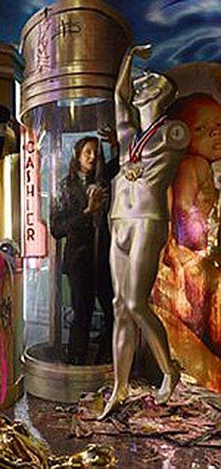 Bruce Jenner est piégé dans le stand de la caissière.