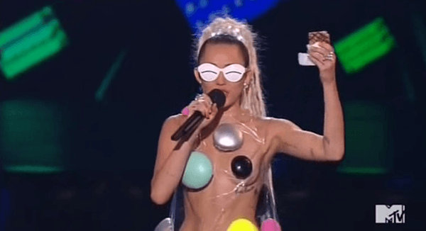 The 2015 MTV Video Music Awards : Dance, Puppets, Dance