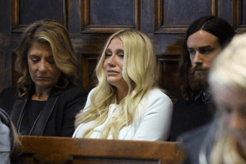 Kesha sobbing after hearing the final ruling.