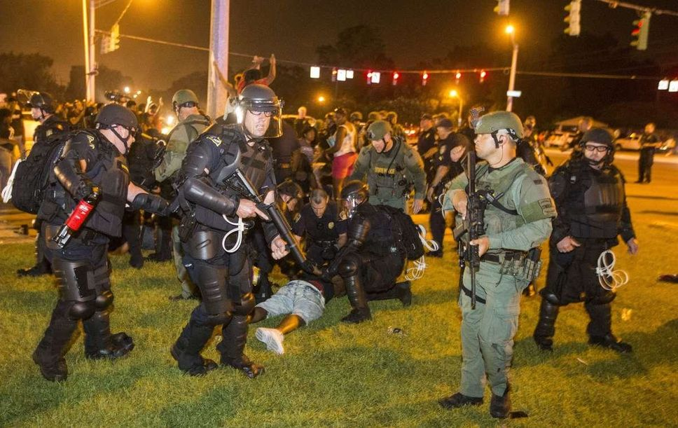 Baton Rouge police rush a crowd of protesters and start making arrests on Saturday evening in Baton Rouge, La