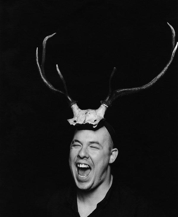 1. Portrait of Alexander McQueen 1997 The Eerie Similarities Between the Deaths of Kate Spade, Alexander McQueen and L'Wren Scott