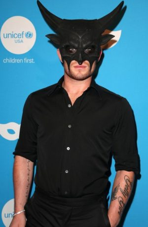 will forte lydia hearst claire holt get dressed up for unicefs masquerade 17 e1572026409139 Inside UNICEF's Bizarre 2018 Masquerade Ball