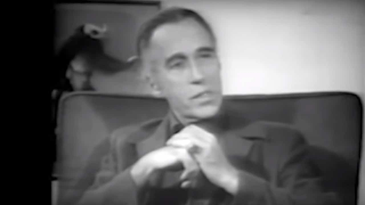 Christopher Lee describe el poder de los rituales satánicos en 1975 Video