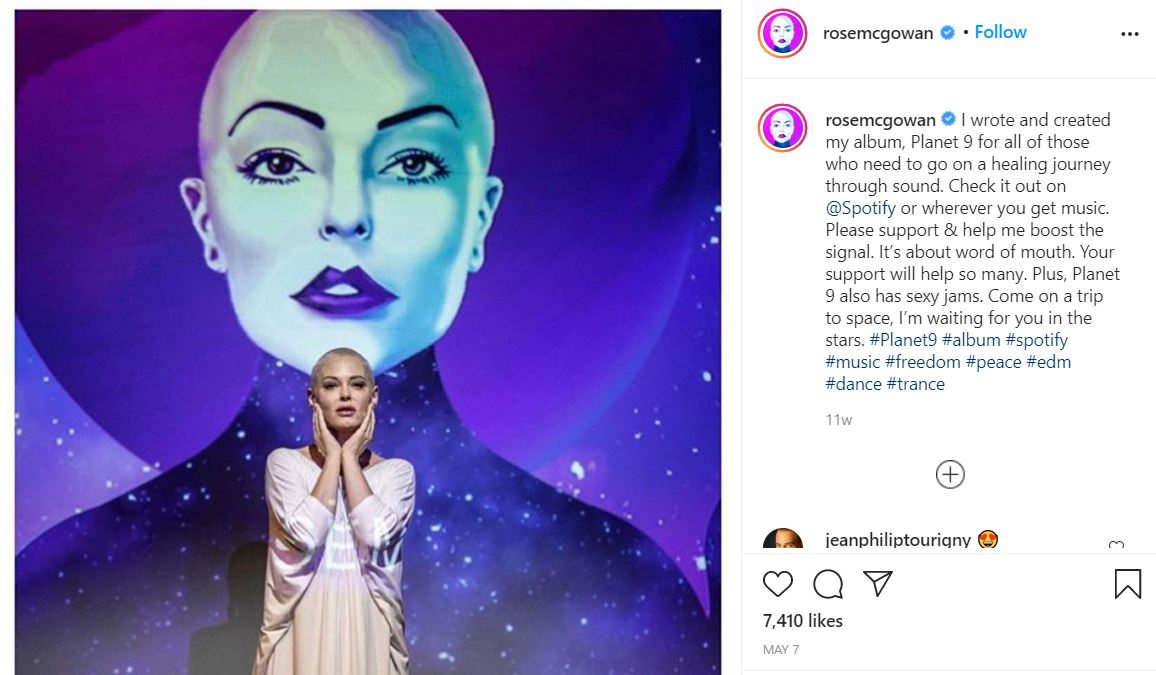 rose1 Something is Terribly Wrong With Britney Spears' Instagram Account
